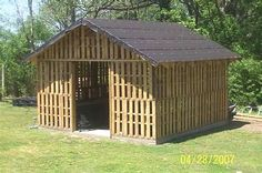 to Build a Pallet Shed Would make a wonderful wood shed - all out of re-used pallets.Would make a wonderful wood shed - all out of re-used pallets. Pallet Shed Plans, Pallet Barn, Pallet Wood, Barn Wood, Coop Plans, Pallet Building, Building A Shed, Building Plans, Building With Pallets