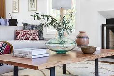 Home Interior Paint .Home Interior Paint House Tour-Loving This Effortless California Cool House Beautiful Beach Houses, Natural Interior, Mediterranean Home Decor, Decorating Coffee Tables, Tuscan Style, California Homes, Elle Decor, Beautiful Interiors, Home Remodeling