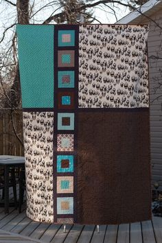 Amazing quilt design - love how modern the design is! Might have to bring out the sewing machine for this one!!
