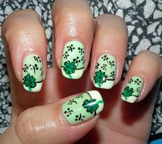 Hübsche vier Blatt Klee Nagel Kunst Ideen # pretty New Year's Eve French Nails, French Manicure Nails, Saint Patrick, St Patricks Day Nails, Colorful Nail Art, Dot Nail Art, Holiday Nail Art, Green Nails, Cute Nail Designs
