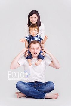 Family portrait | Mateusz, 1,5 years old, and his family. | aniadudek | Flickr