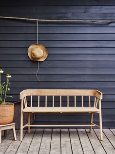 garden bench Artisanal, crafted outdoor furniture such as the Bryon bench by Rowen amp; Wren helps to soften a harder, more contemporary garden style. Love the sustainable teak garden bench against a black wood clad building. Teak Garden Bench, Outdoor Garden Furniture, Outdoor Decor, Modern Outdoor Benches, Scandinavian Outdoor Furniture, Small Garden Bench, Contemporary Garden Furniture, Garden Furniture Design, Contemporary Gardens