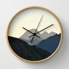 The Border Wall Clock Cool Clocks, Unique Wall Clocks, Handmade Wall Clocks, Gold Bedroom Decor, Living Room Clocks, Clock Painting, Watch Diy, Wall Watch, Modern Clock