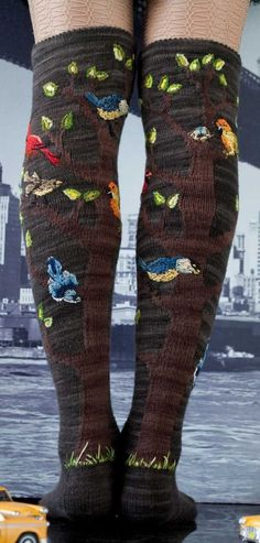 These Knitted Knee Socks Are For The Birds - there IS a pattern! #knitting #birds
