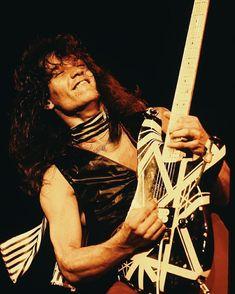 Eddie Van Halen 70s Rock Bands, Rock And Roll Bands, Heavy Metal Rock, Heavy Metal Bands, Van Hagar, Music Jam, Best Guitarist, Eddie Van Halen, Indie Music