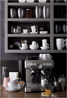De Solis Barista Pro is een halfautomatische espressomachine, voorzien van een ingebouwde bonenmaler met conisch maalwerk. De machine is vooraf te programmeren met 16 maalstanden en verschillende koffiehoeveelheden. Het bonenreservoir heeft een inhoud van 230 gram, genoeg voor ongeveer 25 kopjes verse espresso.