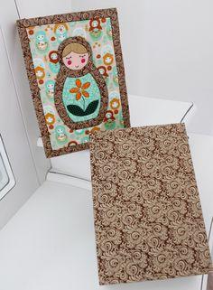 Caixa de MDF revestida com tecido e tampa personalizada em patchwork embutido.    *É possível alterar o desenho, bem como, o tecido, as cores e estampas.