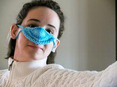 A knitted nose-warmer . Crochet Mittens, Knitted Gloves, Knit Crochet, Crochet Hats, Crochet Ideas, Knitting Patterns Free, Knit Patterns, Free Pattern, Nose Warmer