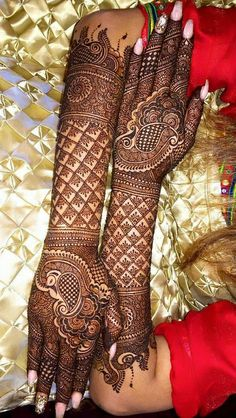 Beautiful and intricate bridal mehendi.