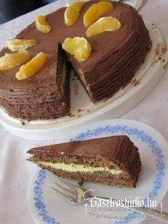 Csokoládés-narancs torta recept képpel. A recept hozzávalói és elkészítése részletes leírással és fotóval. A csokoládés-narancs torta elkészíétse:  A piskótához a tojásfehérjét felverjük a cu... Food, Hoods, Meals