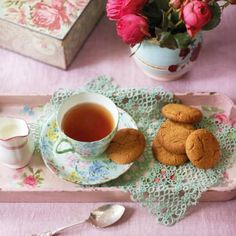 These cookie recipes can be made in many ways from the traditional chocolate chip right up to to quirky herb-filled cookies. Best Biscuit Recipe, Ginger And Cinnamon, Filled Cookies, Afternoon Tea Parties, Food Journal, Recipe Journal, Biscuit Cookies, Sugar Cookies, Cupcakes