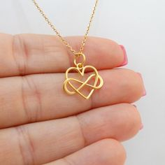 FashionJunkie4Life - Gold Infinity Heart Necklace. Use coupon code PIN10 for 10% off your entire purchase. Great gift for that special someone!