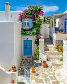 """ValantisM on Instagram: """"The  Blooming alleys of Paros 😍lefkes village😍😍don't forget to check 👉 @valantism.gr 🎶💙 💙 kalinicta dear friends🙋♂️😊🥂🎶 !!!! .  #paros…"""" Wonderful Places, Great Places, Beautiful Places, Mykonos, Greece House, Santorini House, Small Villa, Sims House, My Dream Home"""