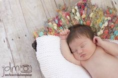 A bunch of ideas for DIY newborn photography props. Using paper with different prints for backdrops and vinyls is a great idea! You can buy them for cheap in the teaching section of the craft store