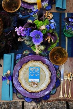 Tablescape in violet and aqua with an accent color of brown. Great textures make it. -MMA