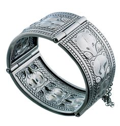 BEAR BRACELET material: silver In older cultures, bracelets were worn by men who had earned them by doing brave deeds. Wearing bracelets has a long tradition. They have often been worn on both wrists, also in pairs. The protective power of bracelets is the same as that of rings. It is said that a bracelet encircling the wrist produces a magical power that protects from evil spirits.