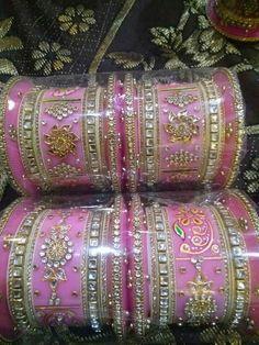 Designer Bangles, Gold Bangles Design, Gold Jewellery Design, Gold Jewelry, Jewelry Box, Jewelry Accessories, Bridal Chuda, Rajputi Dress, Bridal Bangles