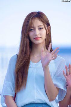 Twice- Tzuyu 190613 Incheon Airport to Thailand Nayeon, Kpop Girl Groups, Korean Girl Groups, Kpop Girls, Twice Jyp, Tzuyu Twice, Beautiful Girl Image, Beautiful Asian Women, Tzuyu Body