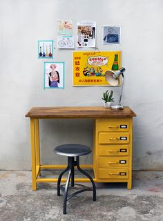 yellow desk with wooden top Painted Furniture, Diy Furniture, Furniture Design, Retro Furniture, Casa Kids, Yellow Desk, Deco Kids, Metal Desks, Childrens Room Decor