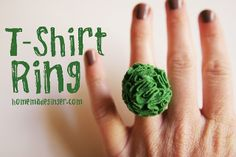 T-Shirt Flower Ring - I love re-purposing old T-shirts, especially since I never seem to have a shortage of them. These would also look adorable on a headband or added to a crocheted hat. Do It Yourself Baby, Do It Yourself Jewelry, T Shirt Flowers, Flower Shirt, Tshirt Garn, Crafts To Make, Diy Crafts, Teen Crafts, Quick Crafts