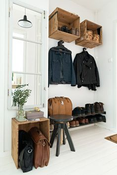 Wood Boxes are the most beautiful hallway decoration Hallway Ideas Entrance Narrow, Entryway, Hall Furniture, Bedroom Loft, Hallway Decorating, Vintage Industrial, Industrial Dining, Diy Home Decor, Sweet Home