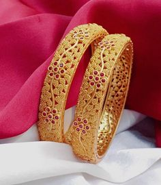 Beautiful gold matt finish bangles with floret lata design. Bangle studded with pink color stones. #GoldJewelleryPakistani #GoldJewelleryBangles