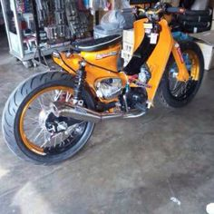 Street Cub is a modified Honda C50/C70 made to look modern but at the same time holds it unique flair of the Honda design. This craze has been taking over Malaysia and it is easy to find Street Cub…