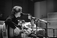 Van McCann and Bondy of Catfish and the Bottlemen performing live in The Current studio Van Mccann, Ryan Evans, Catfish & The Bottlemen, Photography Music, Album Releases, Medium Hairstyles, John Lennon, Cool Bands, Blind
