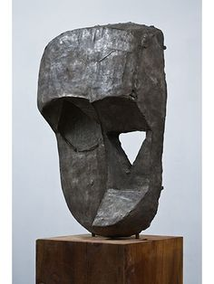 a sculpture by thomas houseago