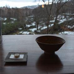 ニセコのお宿、坐忘林。 ハイセンスなインテリアと大自然のコントラストがとても美しいお宿。 #坐忘林 #zaborin #ニセコ #hotel #お宿 #japan photo credit @keikoke1co | zaborin.com