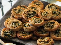 Fetaostsnurror -- feta cheese and parsley puff pastry rolls Tapas, Baby Food Recipes, Great Recipes, Favorite Recipes, Food Porn, Brunch, Swedish Recipes, Food For Thought, Finger Foods