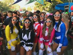Halloween is best enjoyed with BFFs. Therefore, check out some of the best Halloween costumes for BFFs and make your Halloween something you can remember. Disney Halloween, Cute Group Halloween Costumes, Purim Costumes, Group Costumes, Halloween Outfits, Cool Costumes, Costumes For Women, Halloween Popcorn, Halloween Ideas