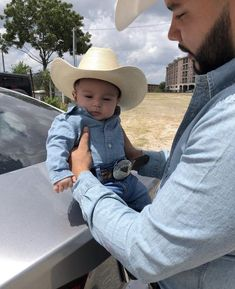 Cute Baby Boy Outfits, Kids Outfits, Cute Little Baby, Cute Babies, Foto Cowgirl, Baby Boy Cowboy, Hispanic Babies, Mexican Babies, Cute Baby Pictures