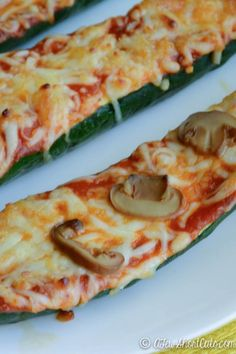 Meatless Meal for less. Try this surprisingly delicious Zucchini Pizza Boats Recipe! Healthy, Low Cal, Vegetarian, and clean eating! Clean Recipes, Gourmet Recipes, Cooking Recipes, Healthy Recipes, Healthy Foods, Clean Foods, Thm Recipes, Free Recipes, Cooking