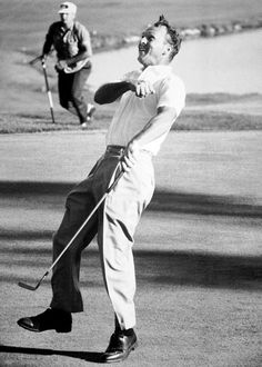 ARNOLD PALMER GOLFING GREAT QUIETS CROWD 8X10 PHOTO CLASSIC