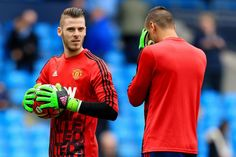 David de Gea warms up with Sergio Romero