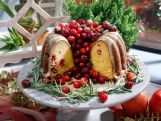 The Kitchen is merry and bright this holiday season with Katie Lee's Prime Rib and Sunny Anderson's Sage Potatoes. Marcela Valladolid shows how to set a holiday table that sparkles, and Jeff Mauro makes his seasonal Orange Cranberry Wreath Cake. Then it's time to Pass the Cheese and Cracker House before Geoffrey Zakarian makes a Flame of Love cocktail. Plus the gang gets some party etiquette advice from manners expert Thomas Farley. Mentioned in this episode: Set a...