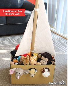 - from The Craft Train Recreate Noah's ark from a cardnboard box using your own stuffed animals from the toy box to fill it. This is a fun pretend play idea for preschoolers! Adorable Noah's Ark toy made from a simple cardboard box Kids Crafts, Bible Crafts, Projects For Kids, Diy For Kids, Simple Projects, Summer Crafts, Kids Fun, Carton Diy, Diy Karton