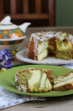 Lemon and pistachio chiffon cake American Cake, Angel Cake, Chiffon Cake, Daily Meals, Cake Cookies, Cupcakes, Pistachio, French Toast, Food Styling