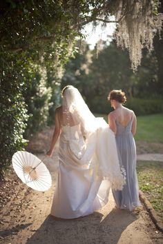 This shot just OOZES Charleston charm!   Photography by Jeremy Harwell ~  harwellphotography.com