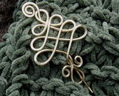 Love this scarf pin for Christmas