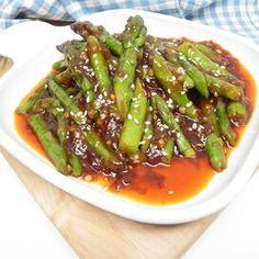 Sichuan Asparagus Pan Fried Asparagus, Asparagus Side Dish, Easy Asparagus Recipes, Saute Asparagus, How To Cook Asparagus, Fresh Asparagus, Italian Side Dishes, Cooking Recipes, Healthy Recipes