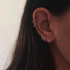 Ear Piercing Ideas for Women Ear Piercing Ideas for Women face lengua orelha feminino Ear Peircings, Cute Ear Piercings, Unique Piercings, Mens Piercings, Three Ear Piercings, Body Piercings, Crystal Earrings, Statement Earrings, Stud Earrings