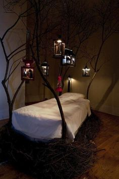 tree bed w/lanterns!