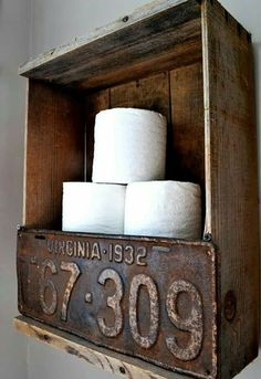 Rustic crate and license plate toilet paper holder by Funky Junk Interiors. by robbie Man Cave Bathroom, Garage Bathroom, Man Cave Toilet, Bathroom Ideas, Outhouse Bathroom, Bathrooms, Furniture Projects, Home Projects, Ideas Dormitorios