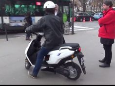 Vous avez des milliards? Ils ont des Idées. L'entreprise Aaqius développe un scooter à hydrogène dont le plein s'effectue en quelques secondes par l'insertion d'une cartouche