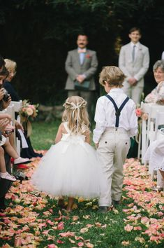 wedding photos--  A grass-field wedding would be so pretty!