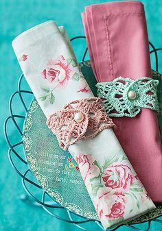 Se você gosta de fazer crochê, invista em anéis de guardanapo, que dão um charme retrô para a mesa | napkin