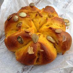 Pan de calabaza realmente irresistible. Mullidito y suave como pocos cuesta parar de picotearlo!