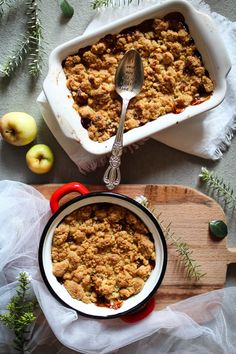 The perfect apple crumble: recipe and tips! Meat Recipes, Cake Recipes, Dessert Recipes, Cooking Recipes, Dinner Recipes, Pasta Recipes, Crockpot Recipes, Vegetarian Recipes, Chicken Recipes